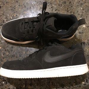 Black Nike casual sneaker 9.5